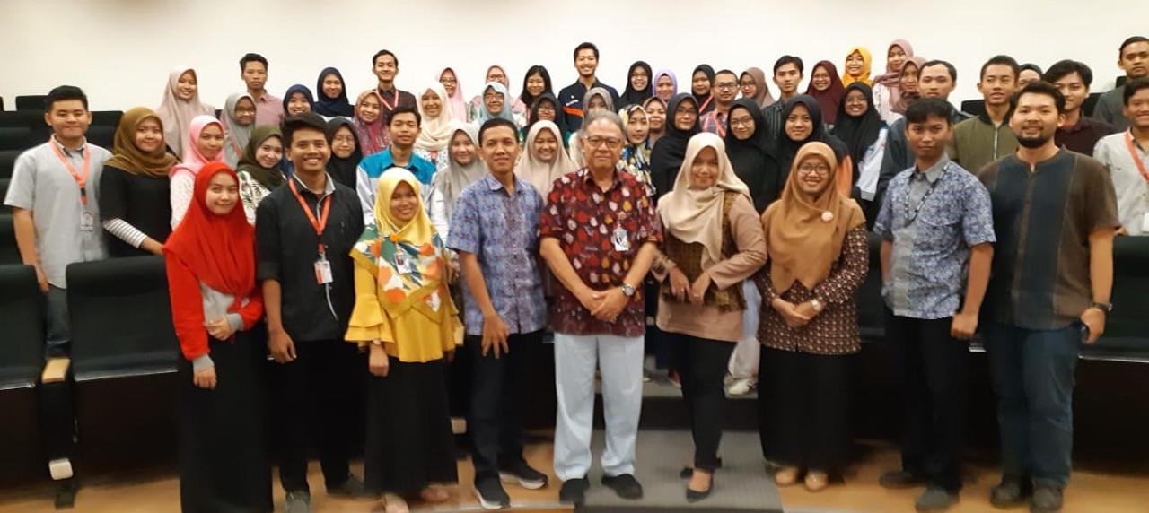 Seluruh peserta PKM, NUDC dan MAWAPRES UISI beserta para petinggi UISI di Auditorium Kampus B