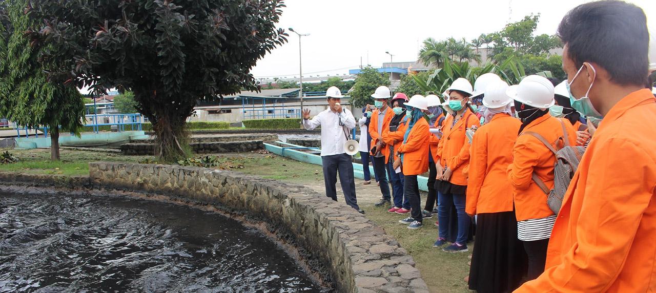 Mahasiswa mendapatkan pengarahan dari praktisi di PT SIER