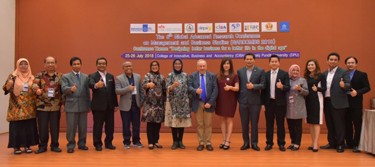 Warek II UISI bersama para perwakilan Host, Co-Host, dan pembicara Garcombs 2018.