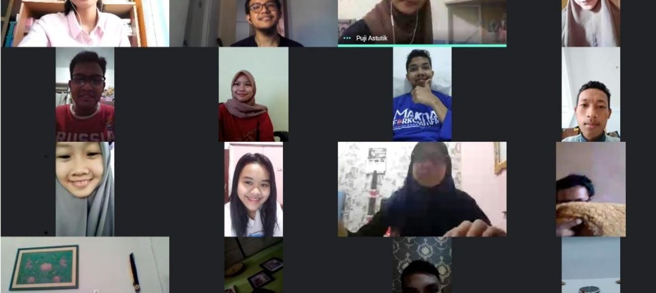 Senyum bahagia Muhammad Ammar Fauzan bersama para peserta
