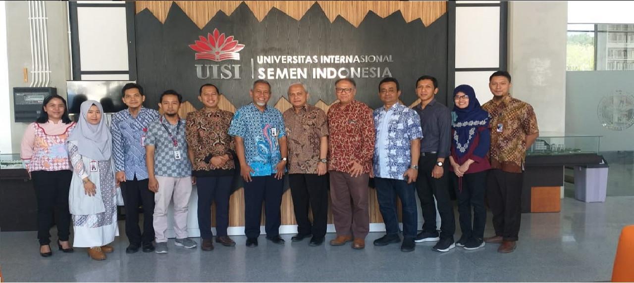 Jajaran perwakilan UISI bersama perwakilan ITTelkom Surabaya