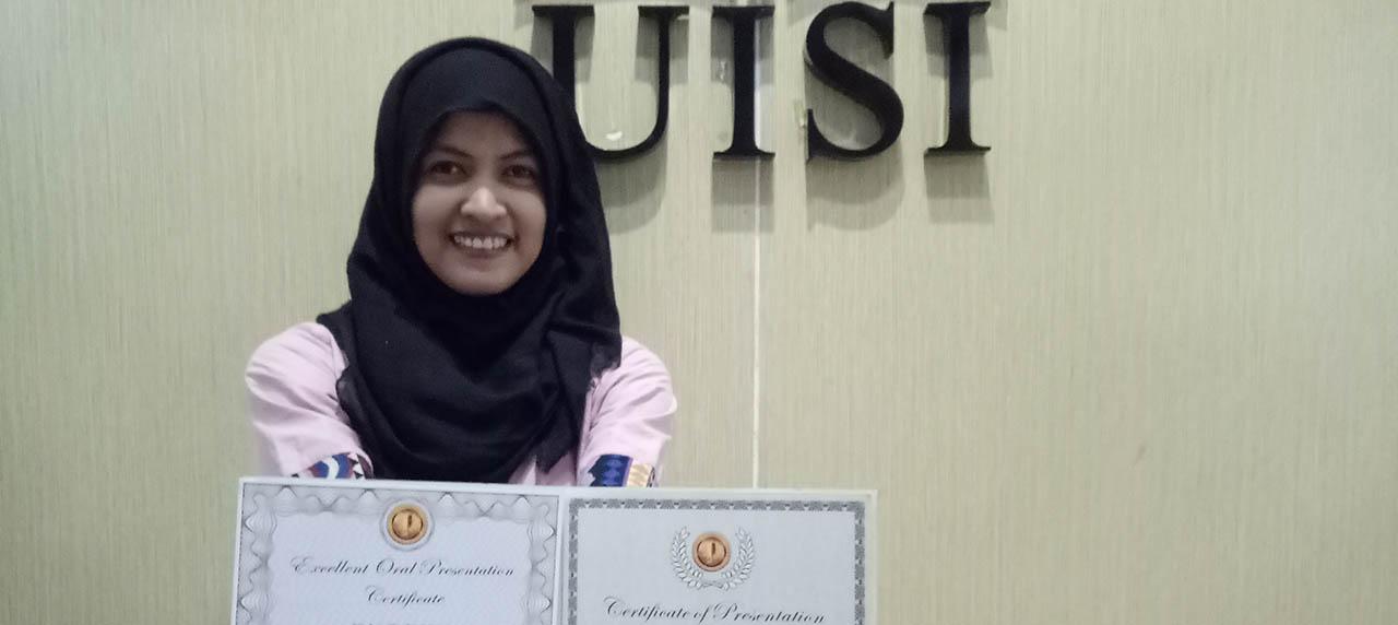 Eka Lutfi mendapat penghargaan Best Presentation