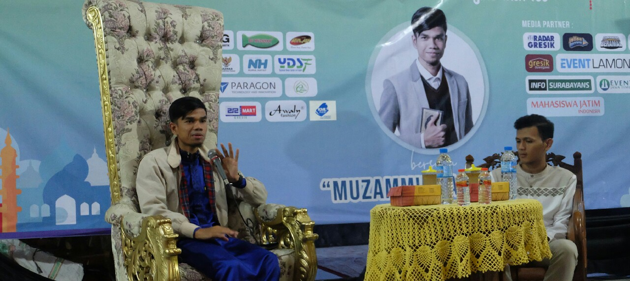 Potret Muzammil Hasballah saat menyampaikan dakwahnya di Masjid Agung Gresik