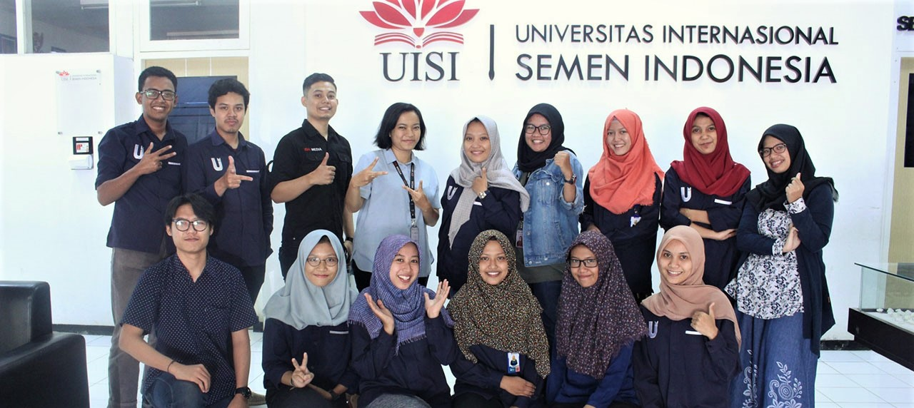 Foto bersama antara tim UISI Media dengan IDN Times