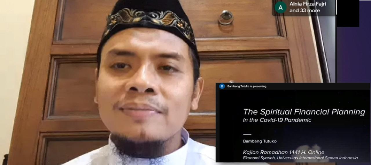 Ustadz Bambang Tutuko menjelaskan materi kajian ramadan serta Online Trial Class Ekonomi Syariah