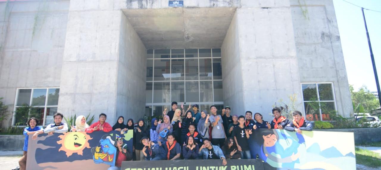 Karya mural hasil dari keseruan KM UISI dalam memperingati hari bumi di Kampus B
