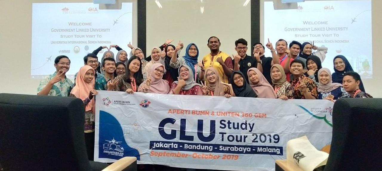 Kebersamaan peserta GLU Study Tour Malaysia bersama mahasiswa UISI