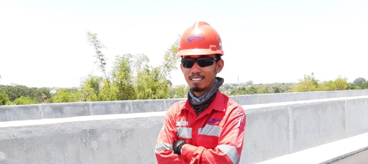 Amry Aminuzal, S.T. alumnus Manajemen Rekayasa UISI saat bekerja di PT Waskita Beton Precast, Tbk.