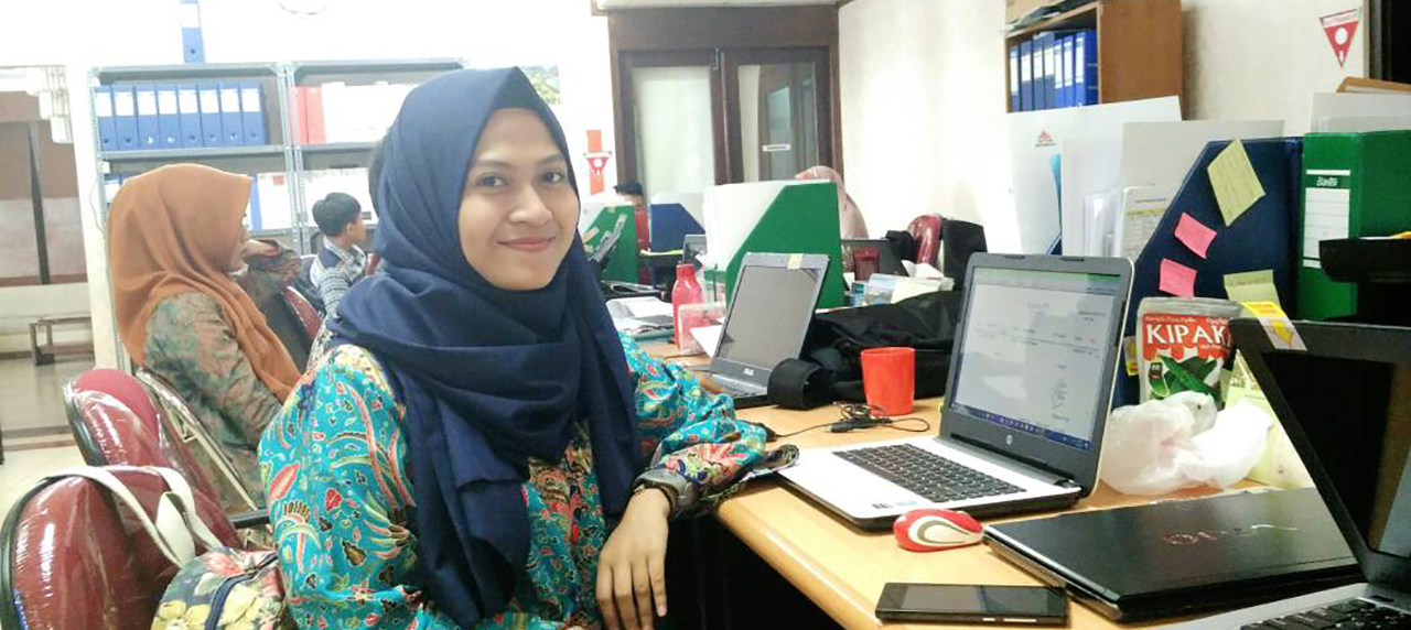 Bayanunnisa' saat menjalankan tugas sebagai mahasiswa karya di proyek Semen Indonesia Aceh
