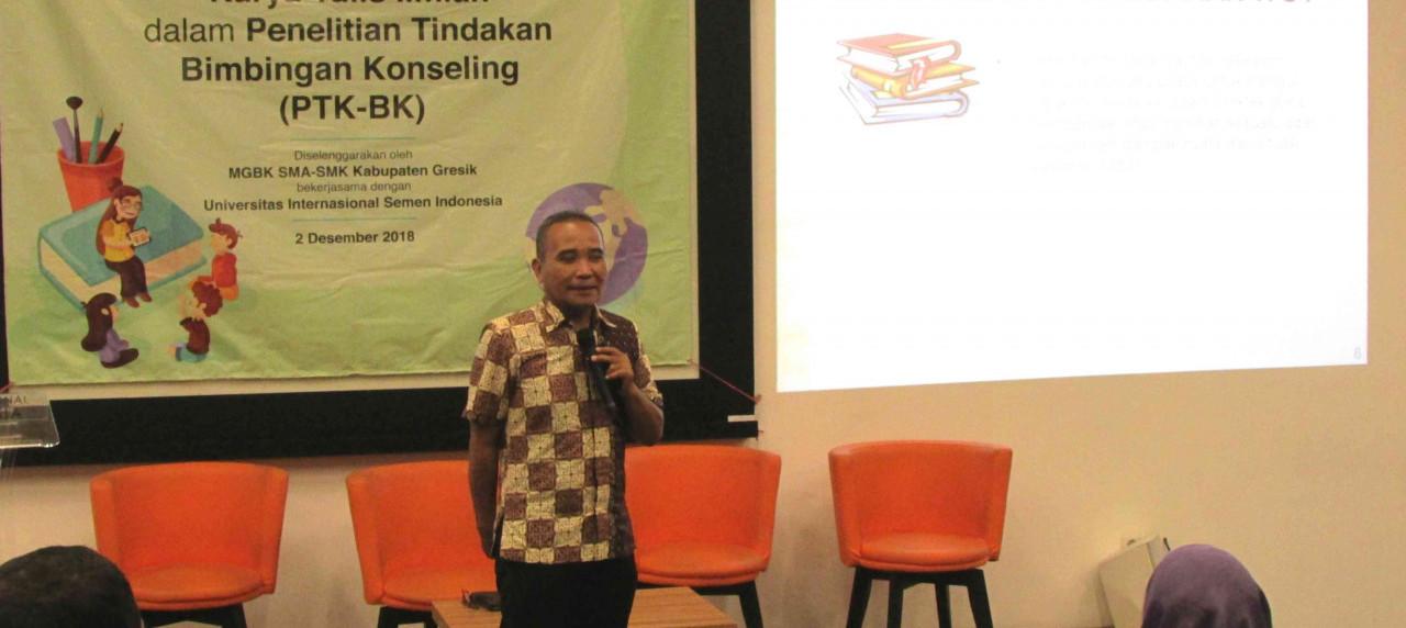 Drs. Mochamad Nur Salim.,M.Si., menyampaikan materi pada Workshop Bimbingan Konseling di UISI