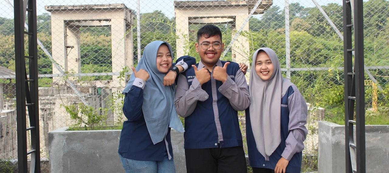 Membanggakan, Rifqi Putera Herwoto, Hesty Rahayu, dan Rani Atiq Imani Tim PKM-PE