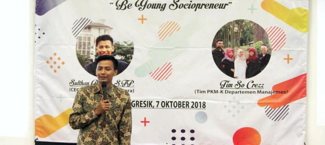 Sultan Alfathir, S. TP saat sedang menyampaikan materi pada seminar sociopreneur