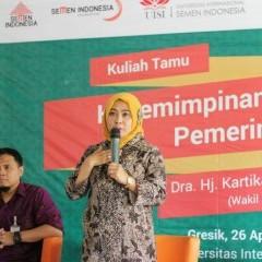 Dr. Hj. Kartika Hidayati, M. M, MHP saat menjelaskan tentang polemik kepemimpinan di Indonesia