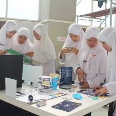 Para siswa SMP yang ingin tahu mengenai desain kemasan