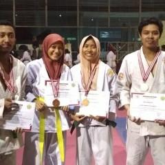 ekspresi Atlet  Ju-jitsu UISI yang menerima medali