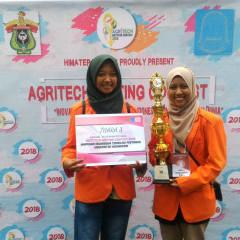 2 mahasiswa membawa pulang piala dan penghargaan peringkat ketiga tinggat nasional.
