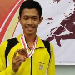 Figur seorang atlet lari sekaligus mahasiswa UISI yang dibanggakan.
