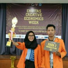 Ekspresi bahagia Syarifatus Sholihah dan Moh. Afit Hariyanto setelah berhasil meraih juara.