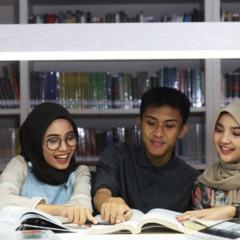 Ilustrasi mahasiswa UISI berdiskusi