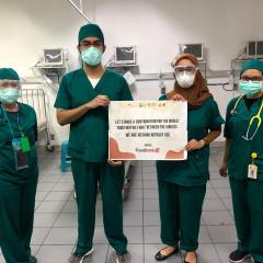 Penyerahan simbolis donasi Foodbank Manajemen UISI kepada RSUD Dr. Soetomo Surabaya