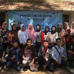Potret peserta Freeze Dried Kefir Workshop beserta pemateri dari Dosen UISI