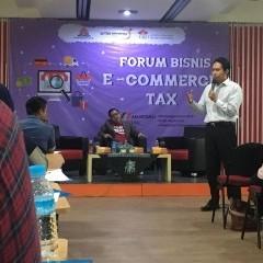 Irwan Sugianto sedang menyampaikan materi pajak penghasilan atas transaksi e-commerce.