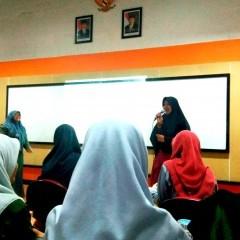 Sharing session oleh Yudha Maylinda Cahyonoputri dan Nia Febriana Dewi