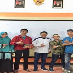 Muhammad Suhail Bahasuan bersama beberapa peserta yang antusias dalam kajian keilmuan tematik