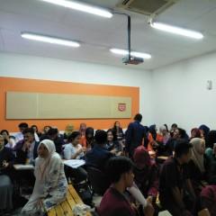 Peserta UISI Debat Competition Melakukan Babak Penyisihan