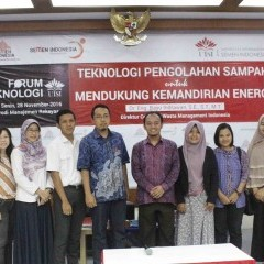 Dr. Eng. Bayu Indrawan, S.E, S.T, M.T selaku Direktur CWMI dan tamu undangan