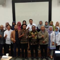 Sesi foto bersama pemateri  pada workshop Hak Kekayaan Intelektual UISI di Auditorium Kampus B
