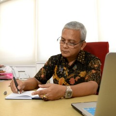 Rektor Universitas Internasional Semen Indonesia Prof. Herman Sasongko