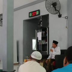 K.H. M. Mansur Shodiq sebagai penceramah dalam acara peringatan Isra' Mi'raj UISI