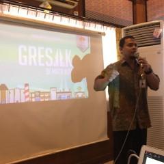 Pak Bambang sedang melakukan presentasi FGD City Branding yang berjudul
