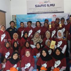 Kebersamaan tim UISI bersama warga Desa Laharpang