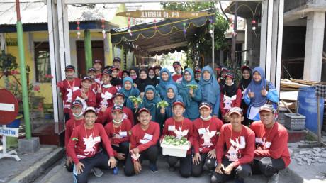 Peserta CHAMPS 2018 dalam kegiatan pengabdian masyarakat di sekitar Jalan Veteran