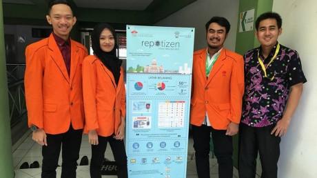 Dari kiri : Rahadian Aviasha, Putu Alicia, Tanfirul Nur, Doni Setio selaku Dosen Informatika UISI