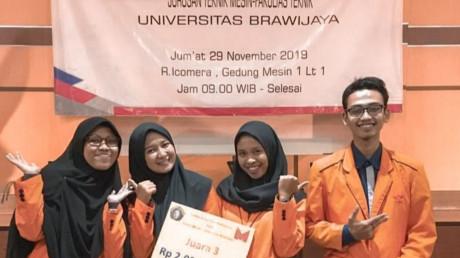 Potret kebahagiaan setelah berhasil mendapatkan juara 3 ajang LKTI di Universitas Brawijaya.
