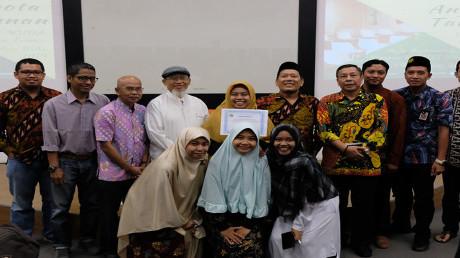 Foto bersama anggota pengurus BMT MUDA Jawa Timur periode 2019