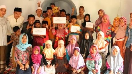 Foto Bersama Mahasiswa UISI dan UNIDA beserta Murid Binaan KKN Tematik