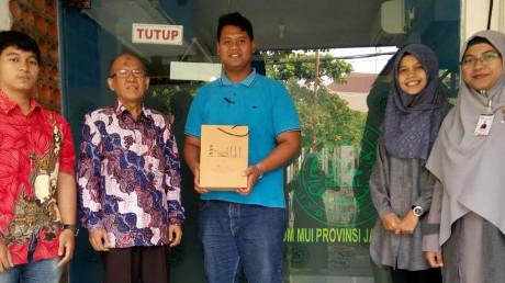 Tim PKM PSH UISI bersama Prof.Dr.Sugianto, Direktur LPPMOM MUI Jawa Timur