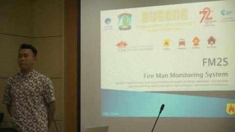 Yana Febirizaldy saat mempresentasikan ide aplikasinya di Pemkot Balikpapan