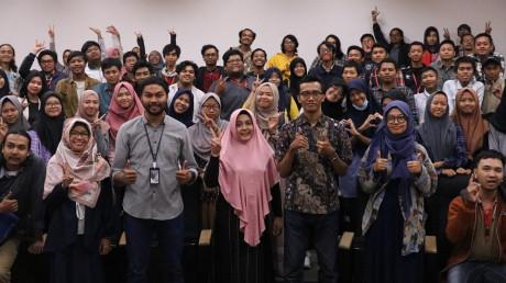 Sosok Naufan Noordyanto sebagai salah satu pemateri kuliah tamu DKV UISI