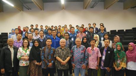 Foto dimana yang di hadiri oleh dosen dari universitas lain dan di hadiri rektor dan wakil rektor