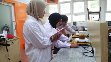 Ekspresi Mahasiswa Teknik Kimia UISI yang mendapatkan Dana Hibah melalui PKM-P Dikti