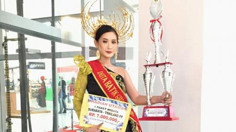 Belia Natasyafira Ananta model muda sabet gelar duta batik gresik 2019