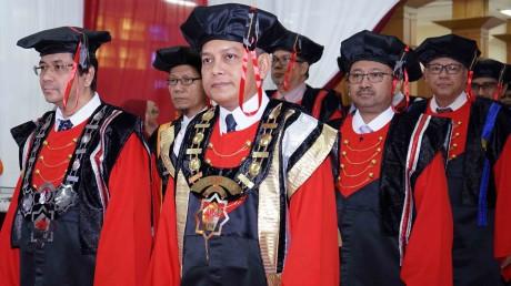 Rektor UISI bersanding dengan jajaran direksi dari PT Semen Indonesia (Persero) Tbk.