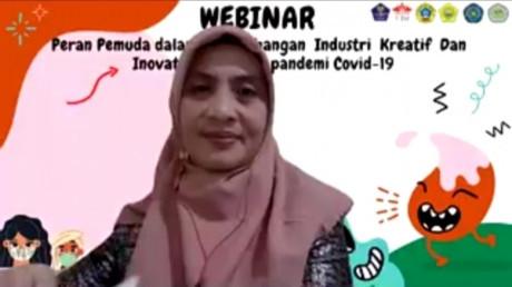 Potret Ibu dr. Ernawati, S.Kep., Ns., Kes. Saat Pemaparan Materi