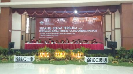 Rektor dan Wakil Rektor UISI dalam Sidang Senat Terbuka 2019