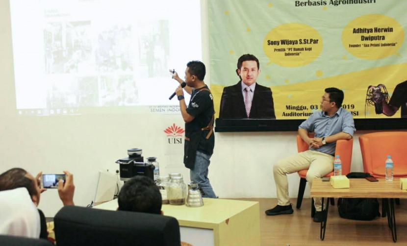 Sony Wijaya, S.St.Par saat menerangkan mengenai bisnis agroindustri